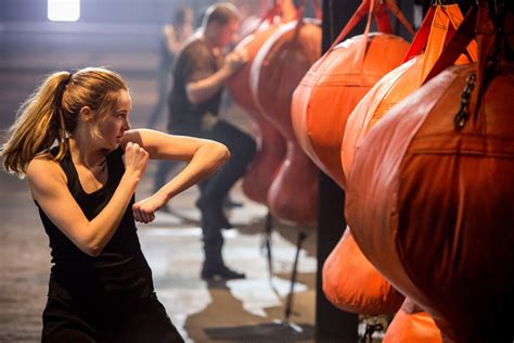 Shailene Woodley's Workout, Theo James' Beatboxing, and