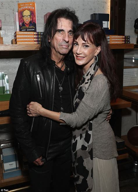 Alice Cooper strips for Melbourne Airport security   Daily